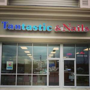 tantastic&nails sign